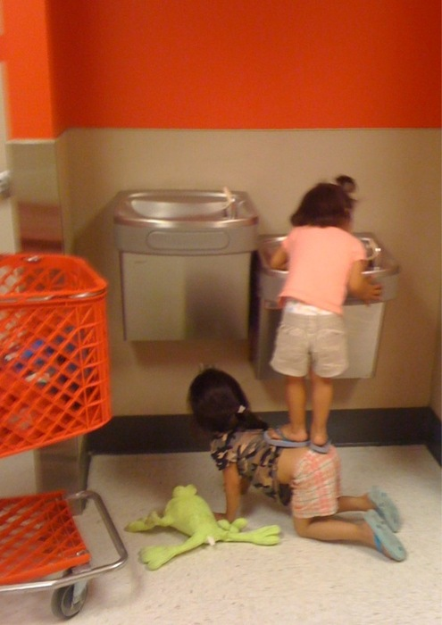 now thats teamwork little girls water fountain